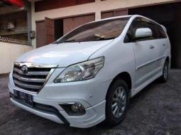 Dijual Mobil Toyota Kijang Innova V Luxury 2014 di Sulawesi Selatan
