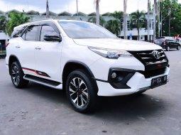 Jual Toyota Fortuner VRZ TRD 2.4 AT 4x2 Diesel 2017  Putih Jember Banyuwangi Bondowoso Jawa Timur