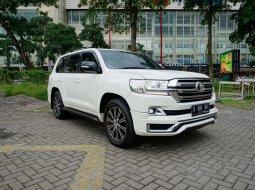 Dijual Toyota Land Cruiser UK Facelift 2017 Diesel KM 47 ribu 4x4 Putih Surabaya