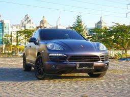Dijual Porsche Cayenne 3.6 AT 2012 Bensin Hitam Surabaya