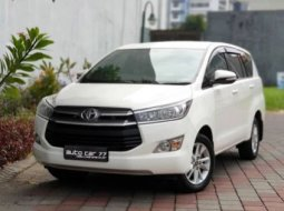 Toyota Kijang Innova Reborn V Bensin