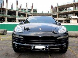 Porsche Cayenne 2012 Hitam