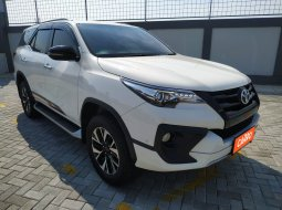 Toyota Fortuner 2.4 VRZ TRD AT 2019 Putih