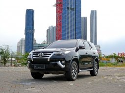 Toyota Fortuner VRZ 2016 Hitam
