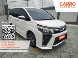Toyota Voxy 2.0 AT 2018 Putih