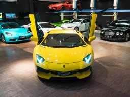 2013 Lamborghini Aventador Yellow on Black
