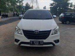 Toyota Kijang Innova E Putih matic bensin