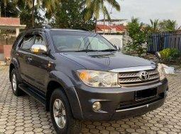 Mobil Toyota Fortuner 2005 G Luxury terbaik di Sumatra Selatan
