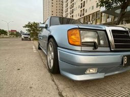 Mobil Mercedes-Benz E-Class 1992 terbaik di Banten