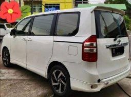 Mobil Toyota NAV1 2013 V terbaik di Sumatra Utara