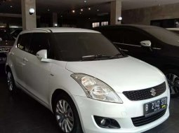 Mobil Suzuki Swift 2013 GX terbaik di Jawa Tengah