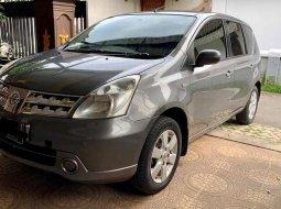 Mobil Nissan Livina 2010 XR terbaik di Jawa Timur