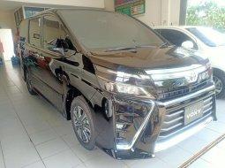 Toyota Voxy 2.0 AT Termurah