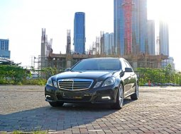 2010 Mercedes-Benz E300 Avantgarde 3.0 AT Hitam Sedan Surabaya