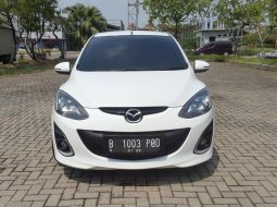 Mazda 2 1.5 R AT White On Black 2011 Mulus Terawat TDP 25Jt
