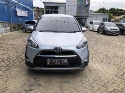 Toyota Sienta V