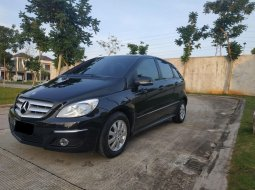 Mercedes-Benz B-CLass B 180 thn 2011 Hitam AT