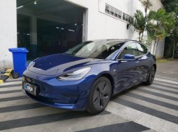 Brand New 2020 Tesla Model 3 Standard Range Plus Deep Blue Metallic on Black