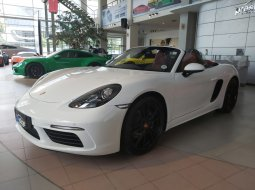 Brand New 2020 Porsche 718 Boxster White on Black/Bordeaux Red