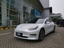 Brand New 2021 Tesla Model 3 Standard Range Plus Pearl White Multi Coat on Black