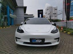 Brand New 2021 Tesla Model 3 Standard Range Plus Pearl White Multi Coat on Black