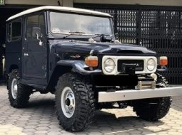 Toyota Land Cruiser Hardtop BJ40 Th 83