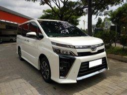Toyota Voxy 2018 Putih Istimewa