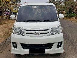 Daihatsu Luxio M 2012 Putih