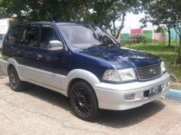 Mobil Toyota Kijang Krista 2002 dijual