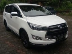 Toyota Venturer Matic Diesel 2019