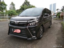 Toyota Voxy 2.0 AT 2017 Istimewa
