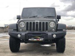 Mobil Jeep Wrangler 2015 Rubicon terbaik di DKI Jakarta