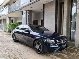 Mercedes Benz E-Class E 300 AMG Hijau Metalik Tahun 2017