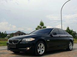 BMW 528i F10 Black Sapphire CBU Sunroof Full spec Mulus Istimewa