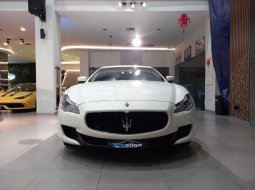 Maserati Quattroporte 3.0 L White on Brown 2017