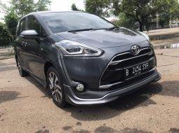 Toyota Sienta Q Abu-abu