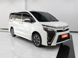 Toyota Voxy 2.0 AT 2017 Putih