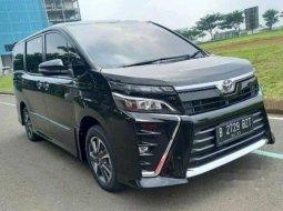 Dijual mobil bekas Toyota Voxy , Banten
