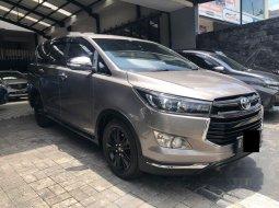 Jual mobil bekas murah Toyota Venturer 2017 di Jawa Timur