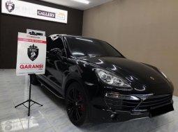 Porsche Cayenne Coupé 2012 Hitam
