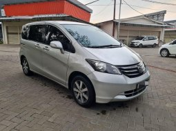 Mobil Honda Freed 2010 1.5 terbaik di Banten
