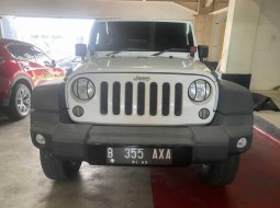 Jeep Wrangler Rubicon 4-Door 2013 Putih