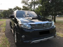TOYOTA FORTUNER TRD AT HITAM 2013