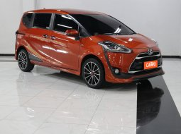 Toyota Sienta Q AT 2017 Orange