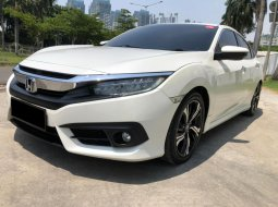 Honda Civic ES 2018 Sedan Putih
