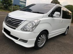 Hyundai H-1 XG AT Bensin Putih 2012