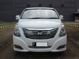 Hyundai H-1 XG Next Generation 2014 Putih