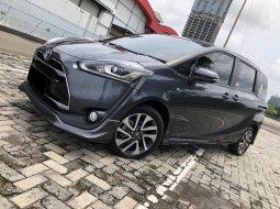 Toyota Sienta Q AT 2018 Abu-abu