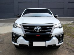 Toyota Fortuner 2.4 VRZ TRD AT Putih