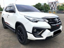 Toyota Fortuner 2.4 TRD AT 2020 Putih
